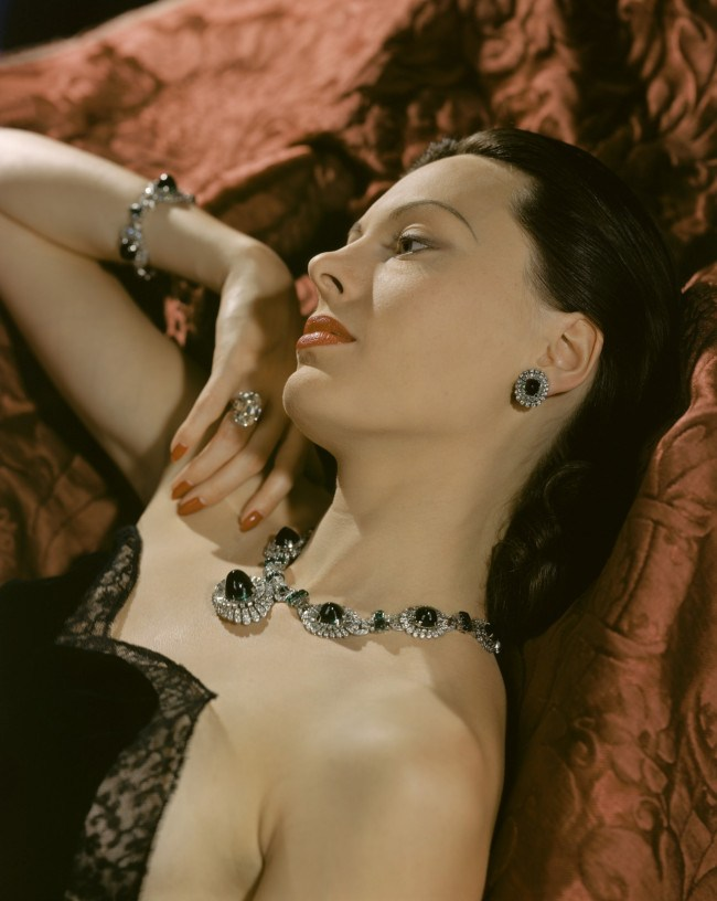 a-portrait-of-meg-mundy-wearing-emeralds-and-diamonds-1940