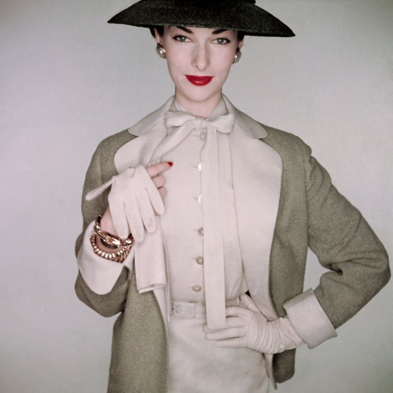 a-vision-of-elegance-in-1953-photographed-by-clifford-coffin