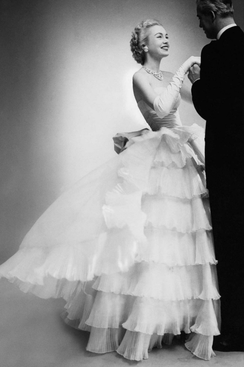 belle-of-the-ball-in-balenciaga-vogue-1951-photographer-unknown