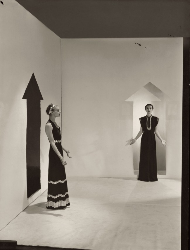 cecil-beaton-captures-models-in-schiaparelli-designs-from-1936