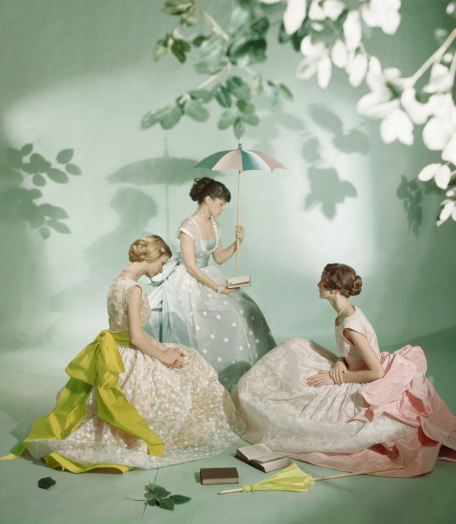 dressed-in-ladurc3a9e-macaron-colours-three-models-are-photographed-by-cecil-beaton-in-1948