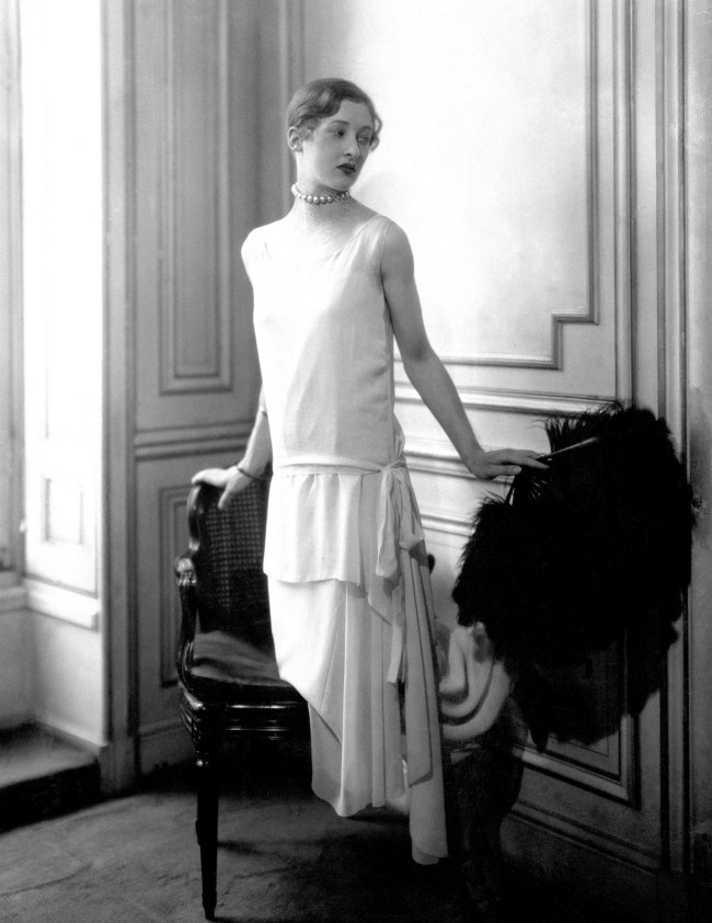 madame-varda-wearing-a-low-waisted-evening-dress-by-chanel-1924