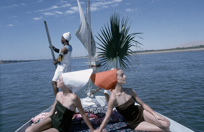vogue-cruises-the-nile-shot-by-sante-forlano-in-1964