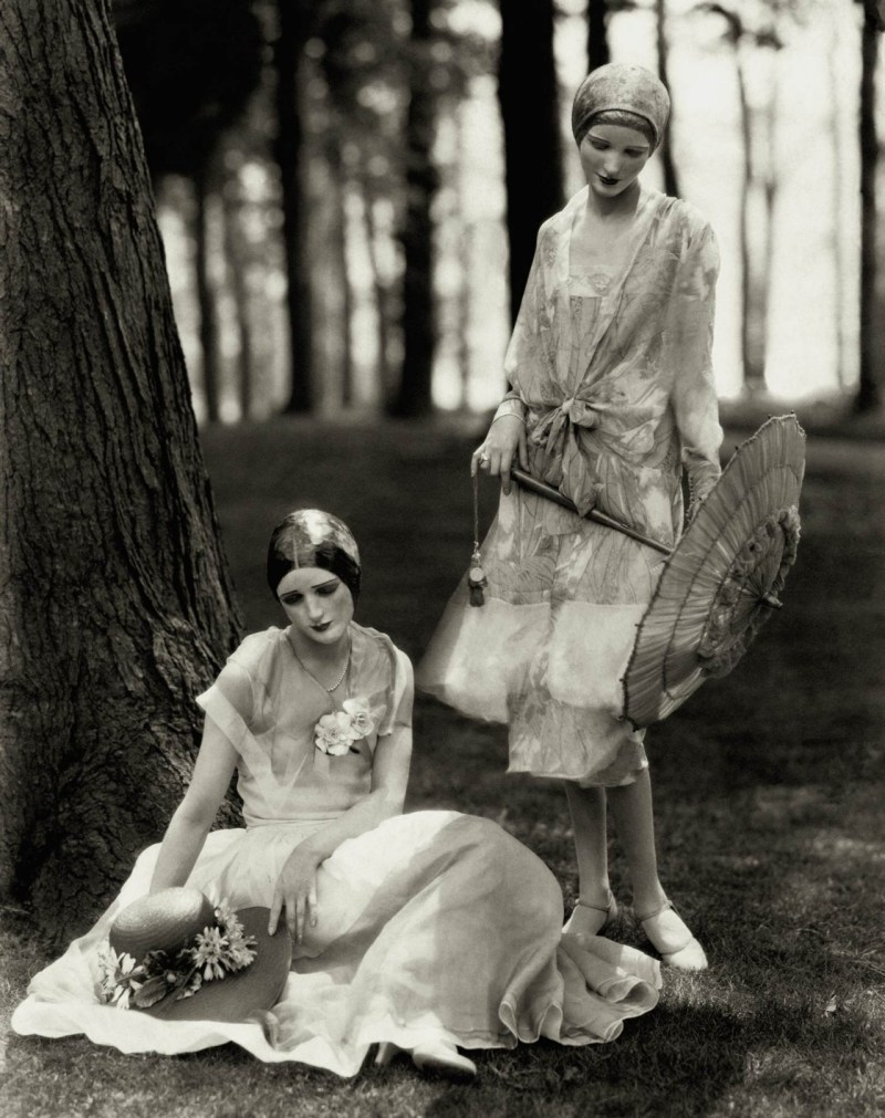 vogue-models-marion-morehouse-and-helen-lyons-pose-for-edward-steichen-in-chiffon-dresses-1926