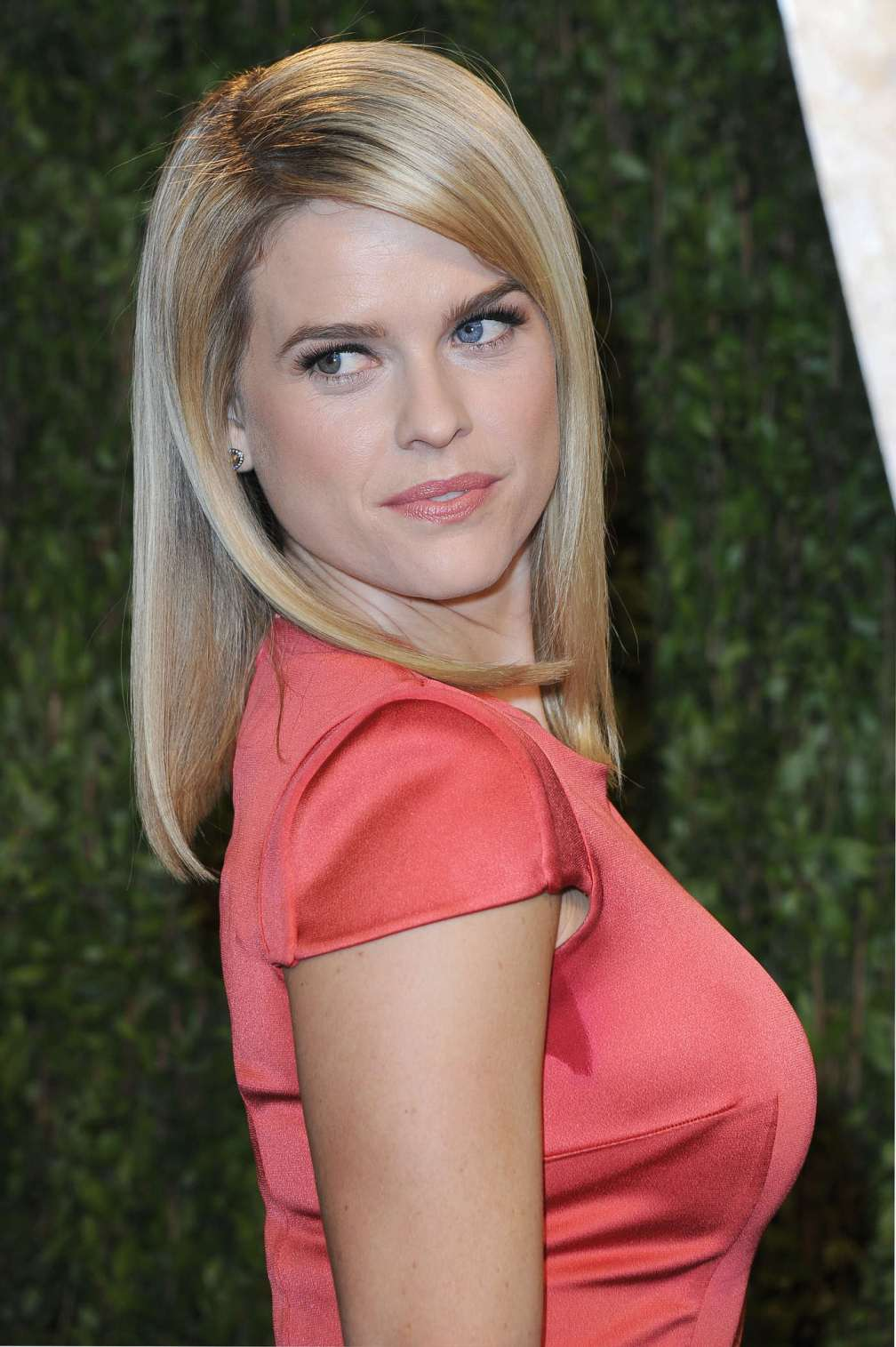 beautiful-dress-Alice-Eve-2