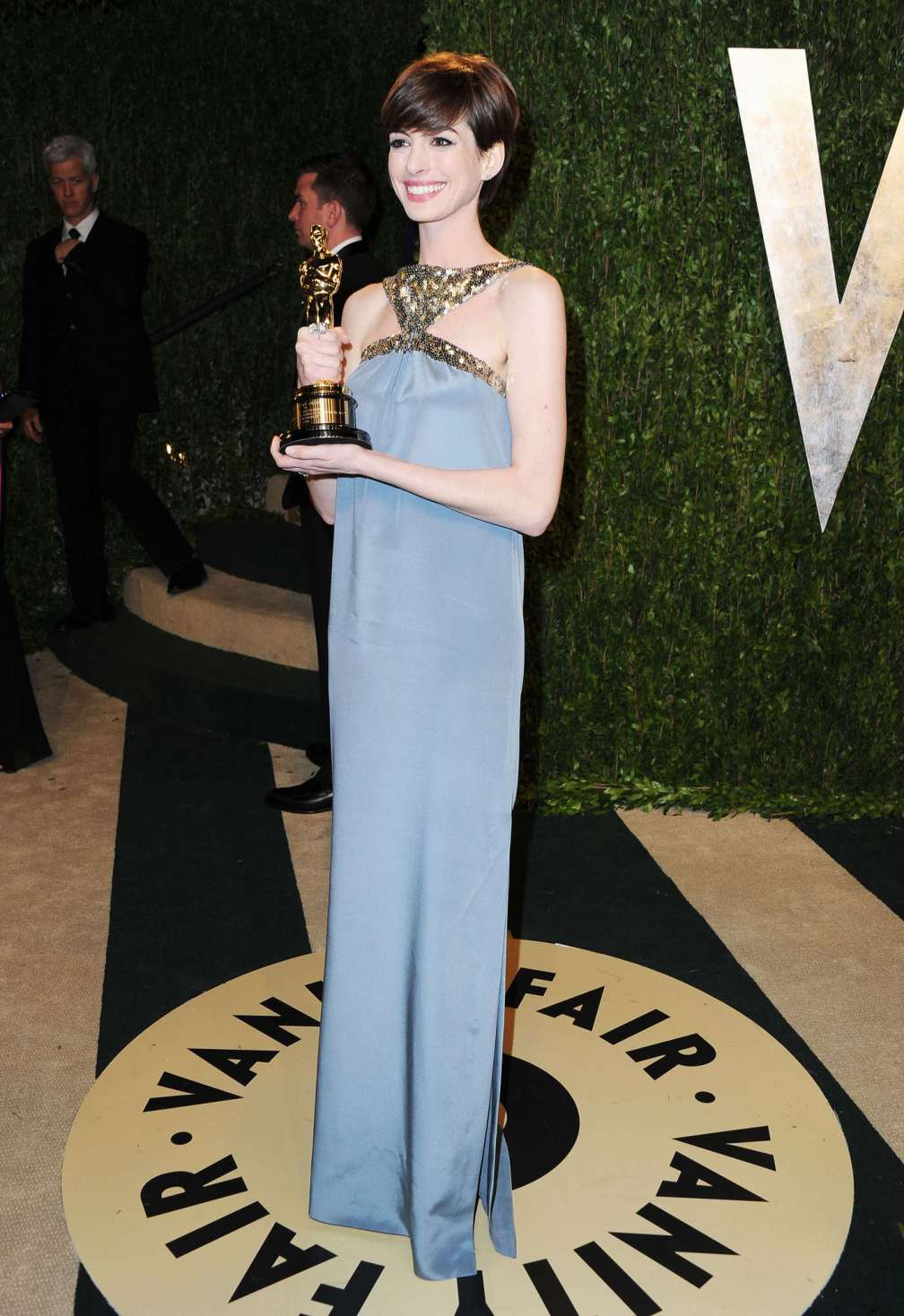 beautiful-dress-Anne-Hathaway-2