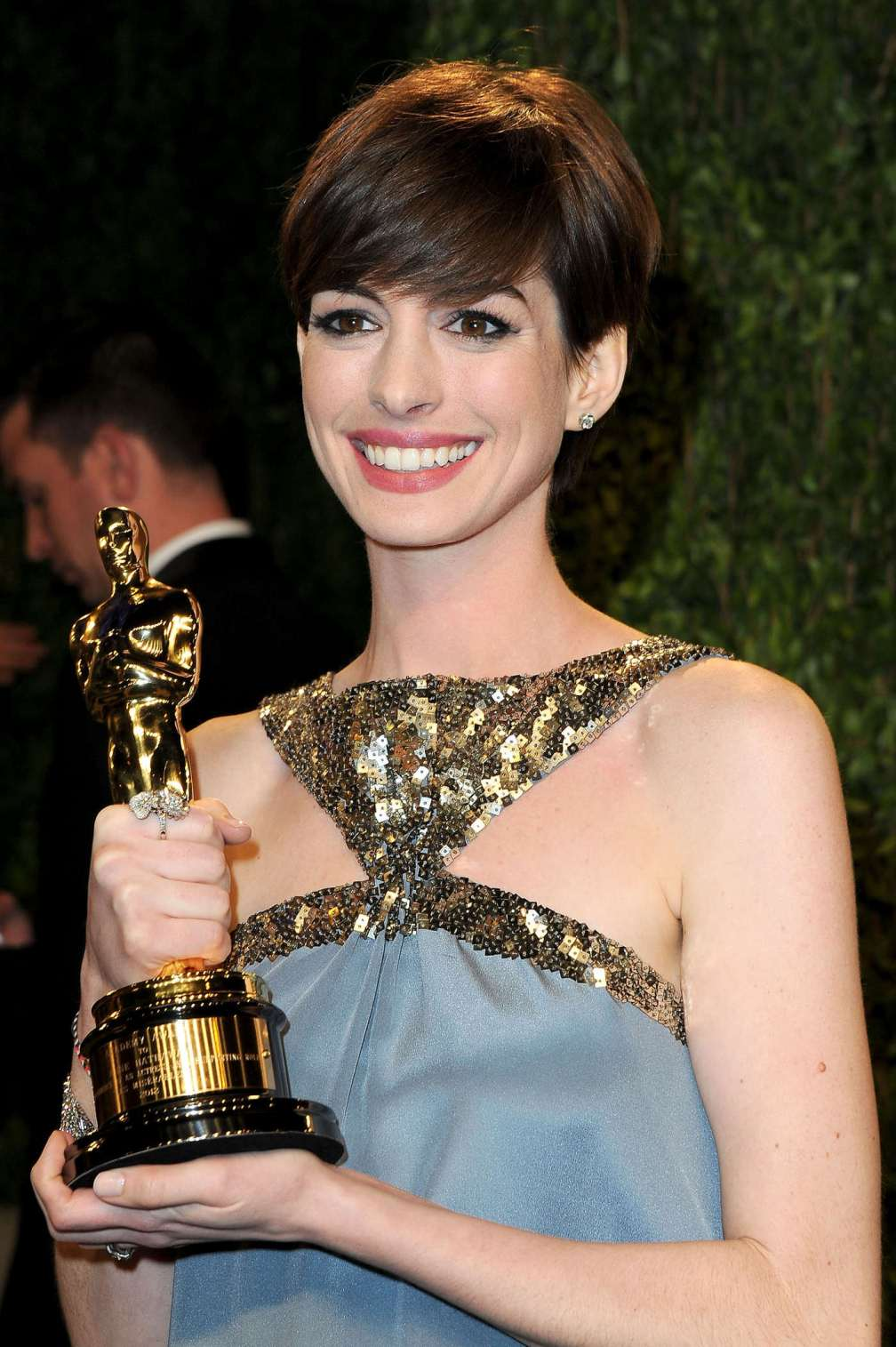 beautiful-dress-Anne-Hathaway-3