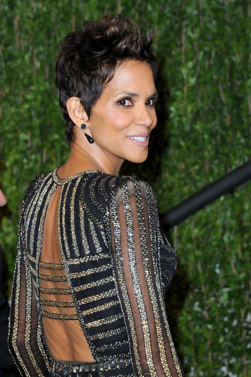 beautiful-dress-Halle-Berry-2
