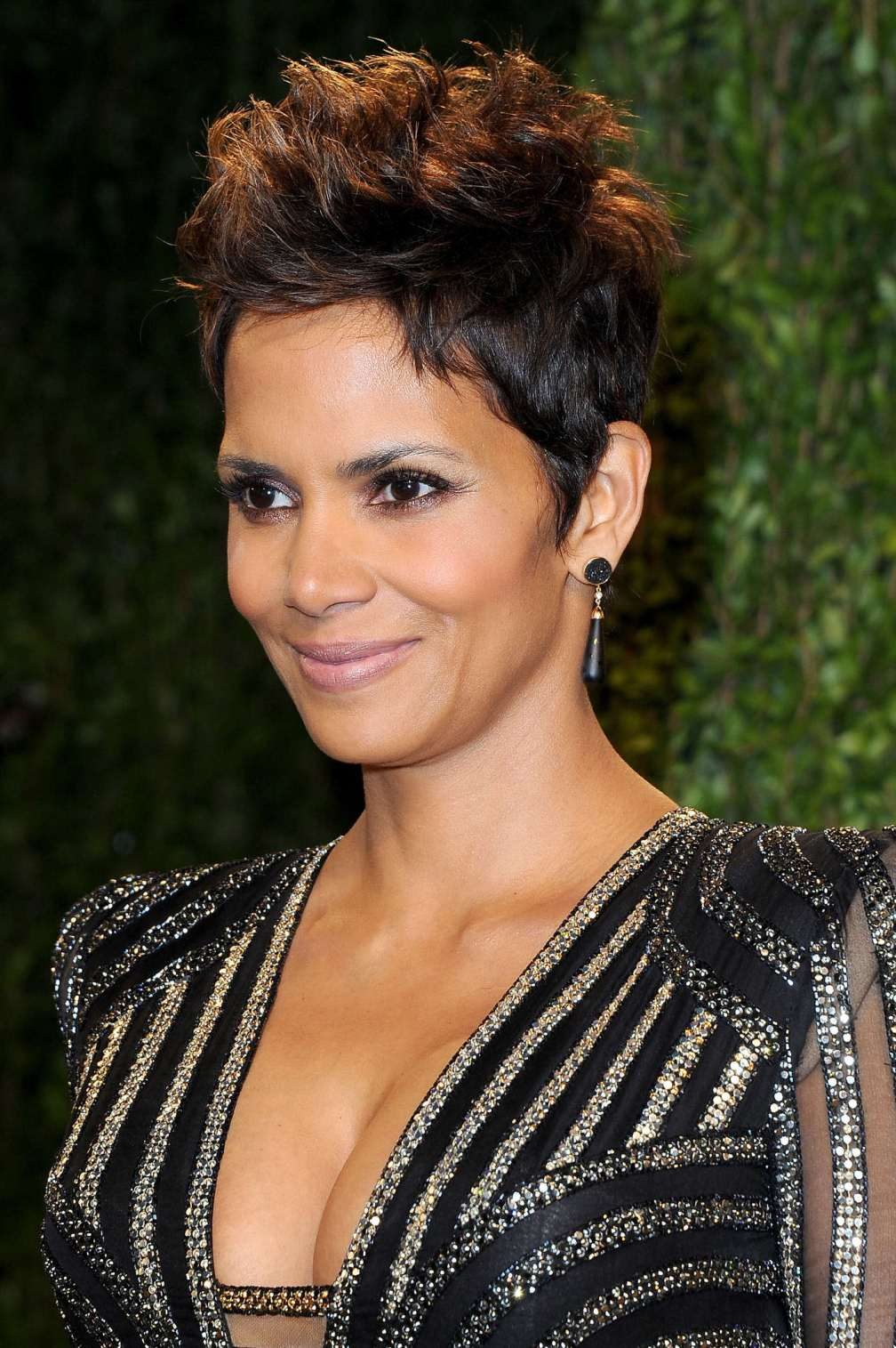 beautiful-dress-Halle-Berry-3