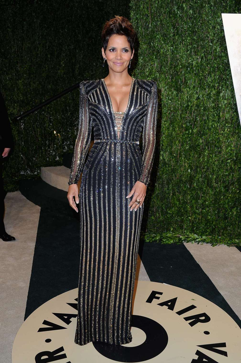 beautiful-dress-Halle-Berry