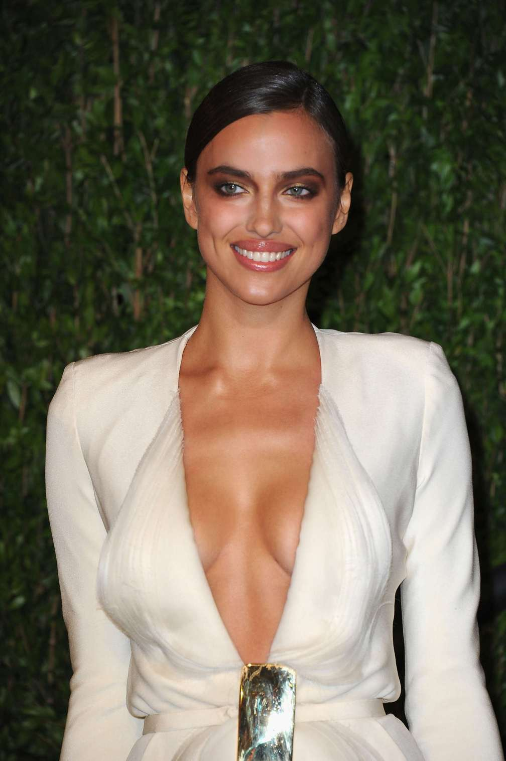 beautiful-dress-Irina-Shayk-3