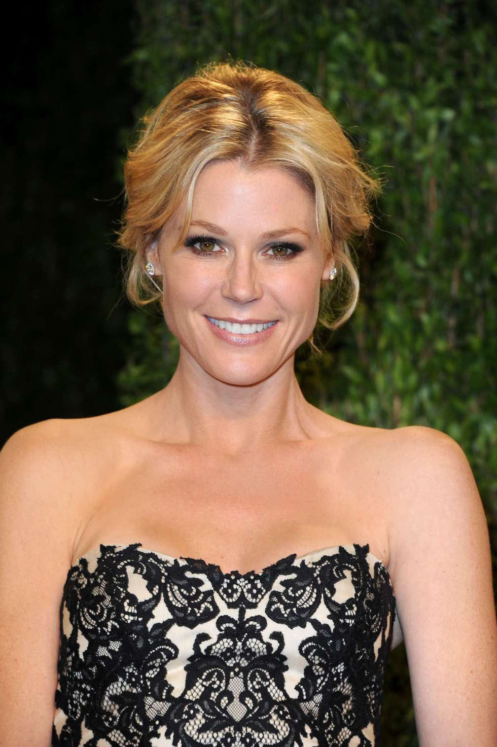 beautiful-dress-Julie-Bowen-3