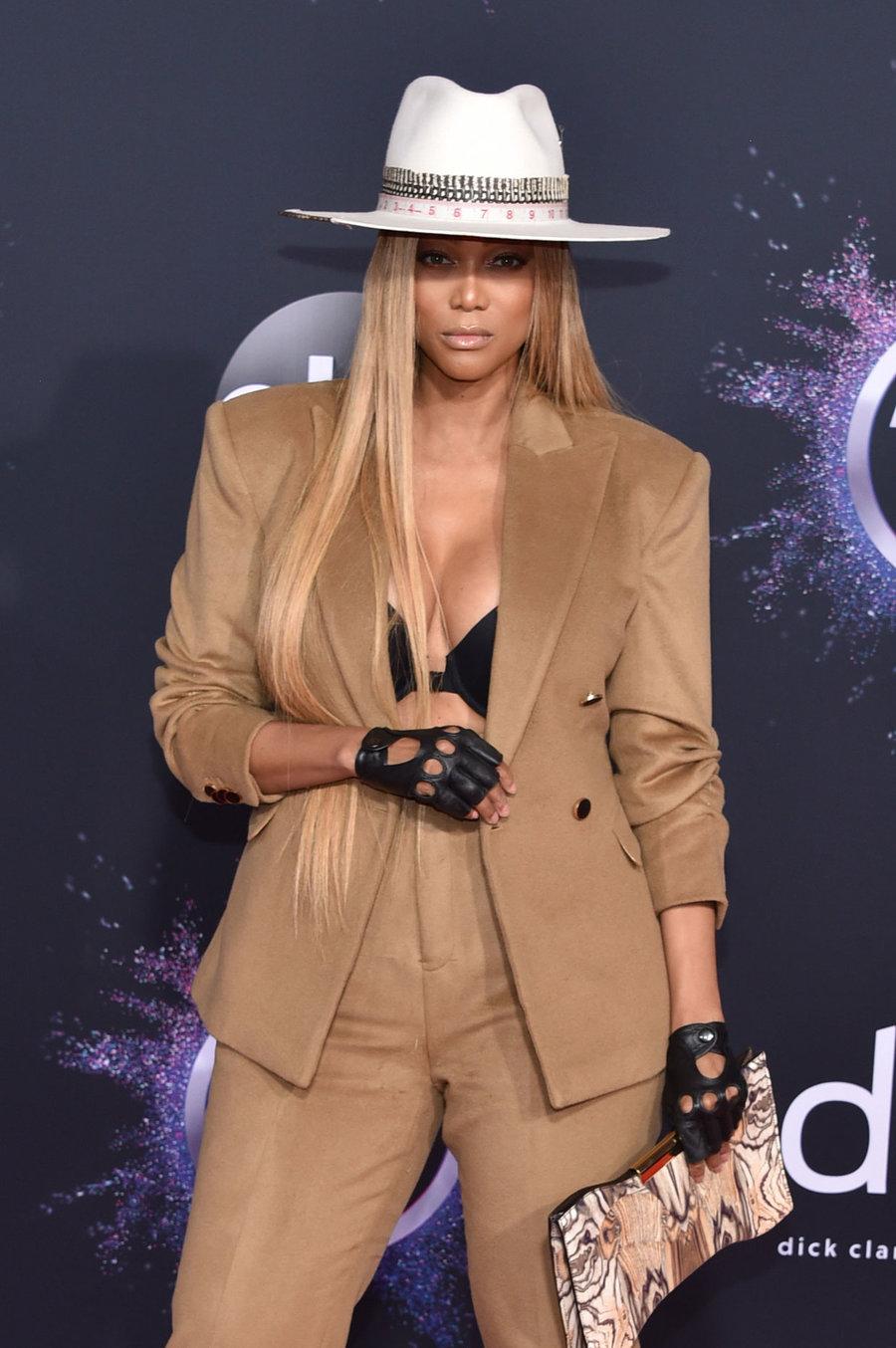 """Красная дорожка """"American Music Awards 2019"""""""
