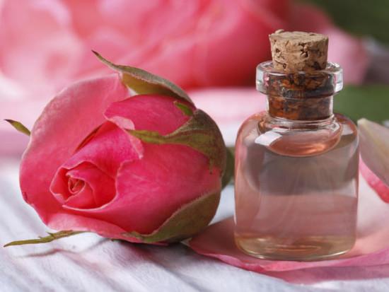 Розовая вода — чудо-жидкость