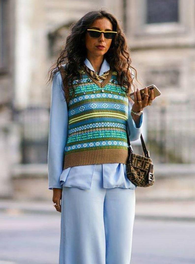Модная тенденция — свитера без рукавов